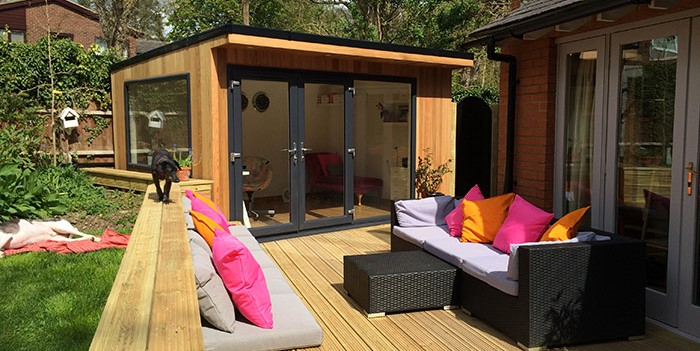 Garden offices essex garden office furniture for Cedar garden office